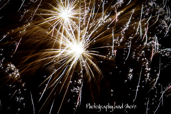 fireworks close up - how to photograph fireworks