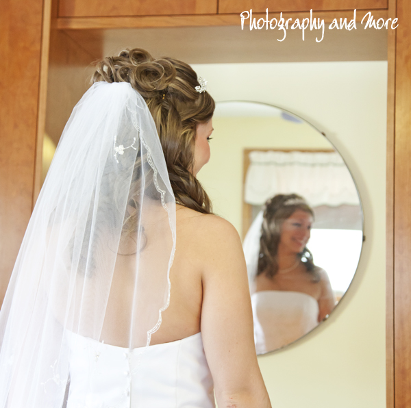 Bride getting ready / CT wedding photographer