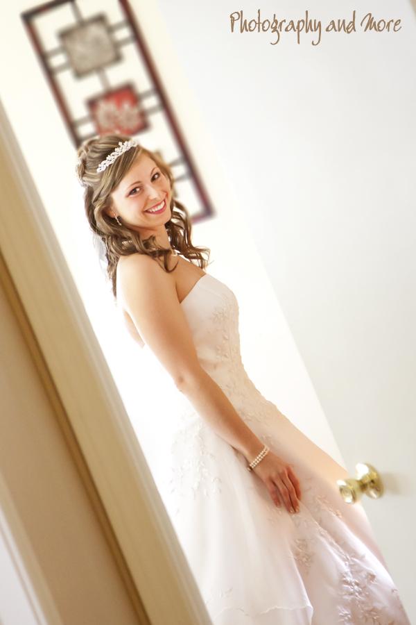 Bride ready to go / CT wedding photographer