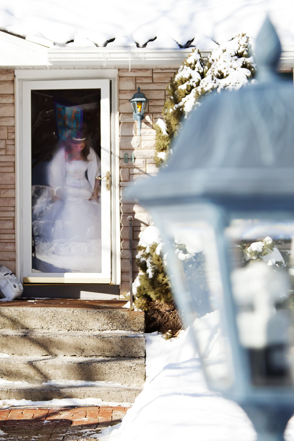 Bride leaving the house / CT wedding photographer